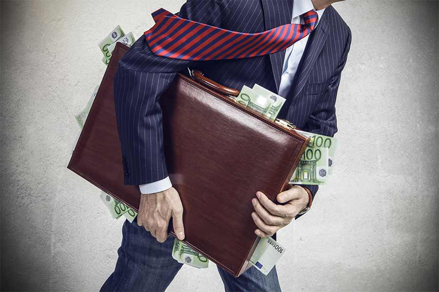 3 telling reasons executive pay is still soaring