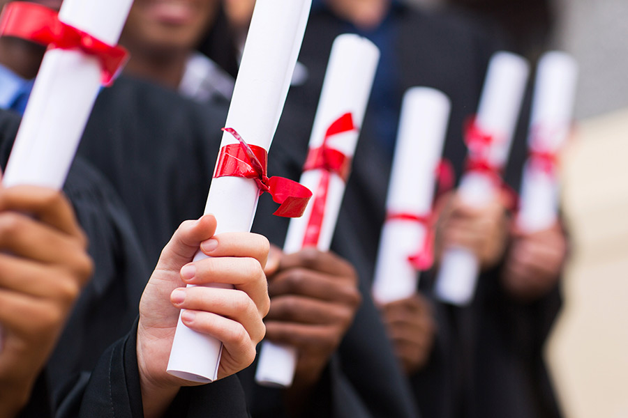 Is the need for a minimum 2:1 degree still necessary for graduates?