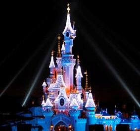 Euro Disney union calls for staff bonus   Operations