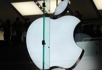 Eva Longoria accuses Apple staff of accessing private details