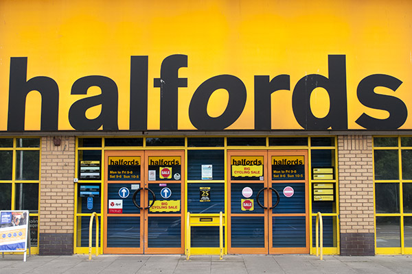 Halfords bosses to take £2m pay cut