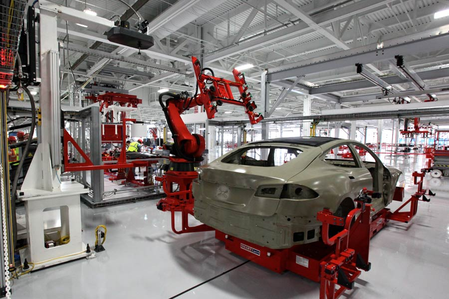 Tesla worker sues for alleged age discrimination