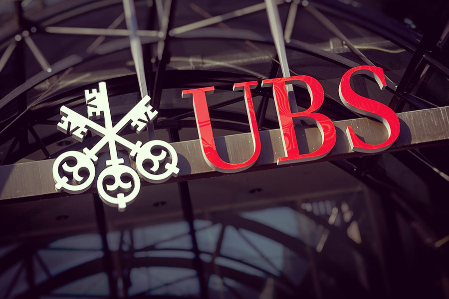 UBS says goodbye to work desks, phones, & laptops