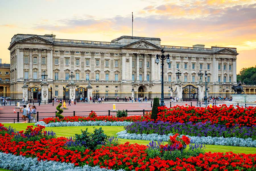 Buckingham Palace blasted for job ad paying below Living Wage
