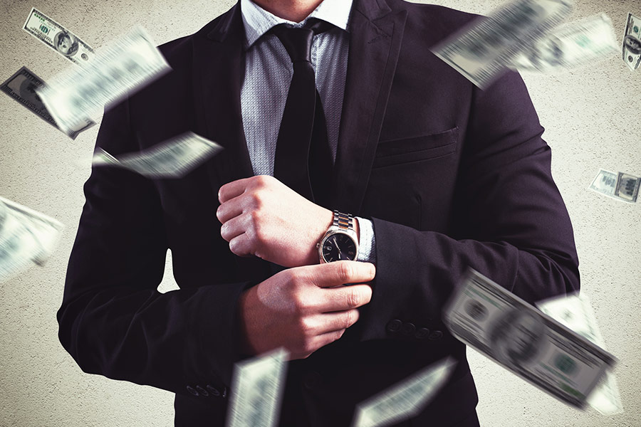 CEO outed as earning 900 times more than employees