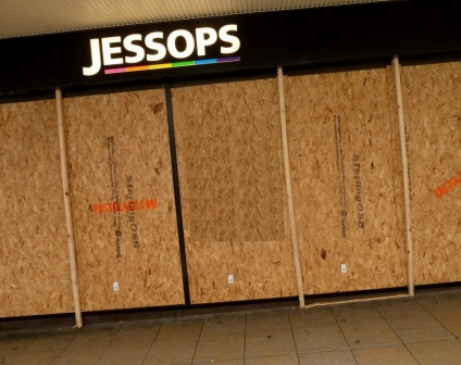2,000 jobs at risk as Jessops enters administration