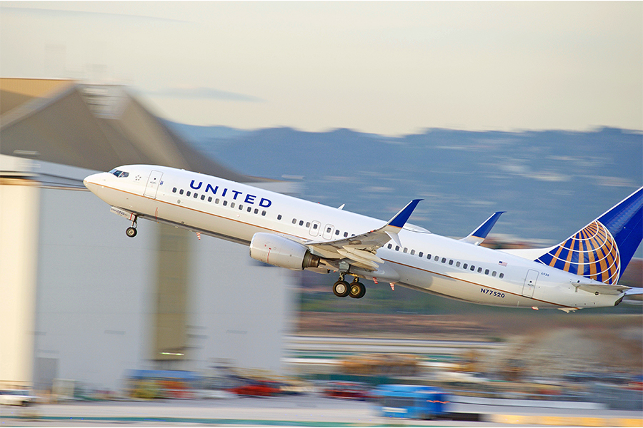 'Violent' employee sues United Airlines over poor staff training