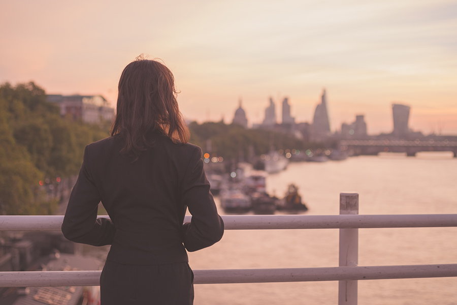 HR pay across the UK lagging up to 24% behind London