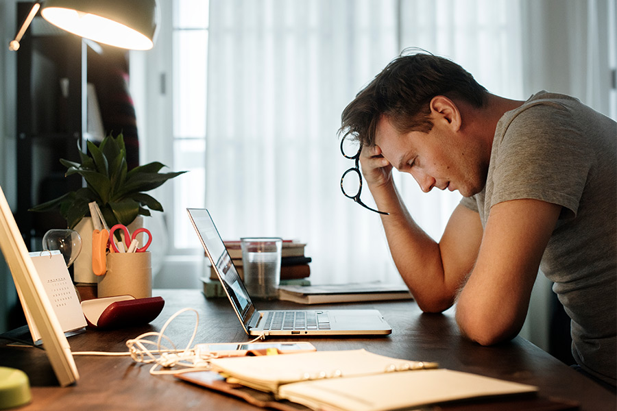 How can HR help workers who feel stressed?