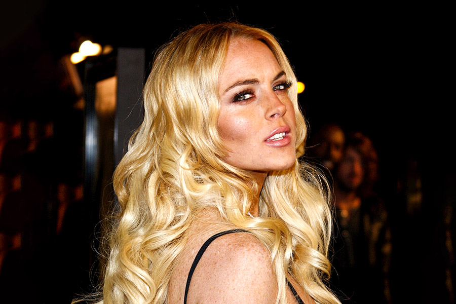Lindsay Lohan threatens to fire staff over mismatched shoe saga
