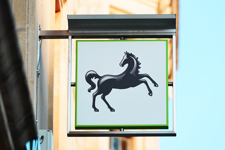 Lloyds bank to cut over 900 jobs