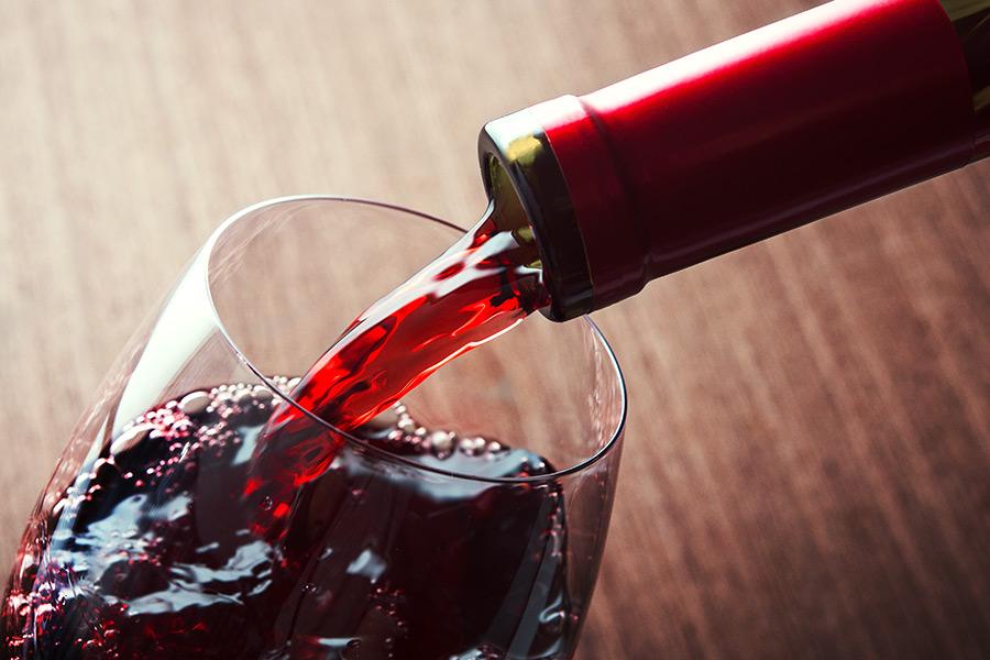 'I need more wine!' Hilarious recruiter slams useless staff