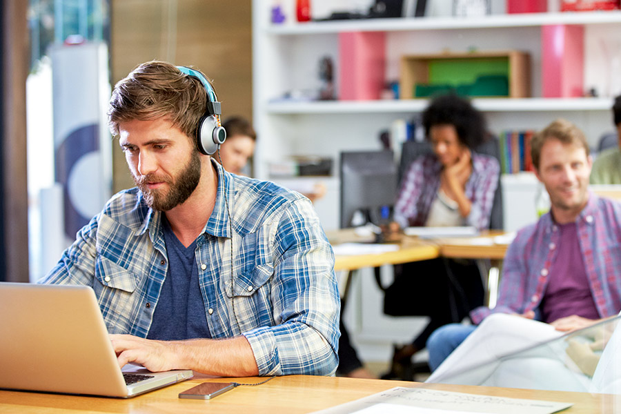 6 in 10 say office noise destroys productivity