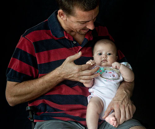 Fathers to be offered one month's paid paternity leave