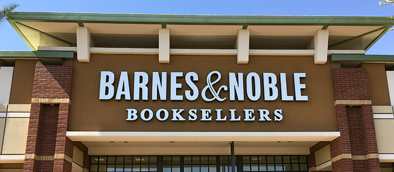Barnes & Noble sacks CEO
