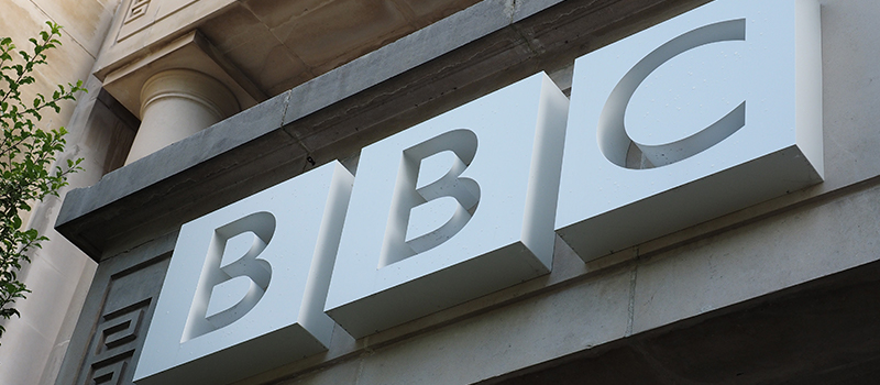 Male BBC presenters take cut to tackle pay gap