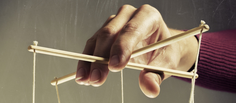 How to deal with a manipulative leader