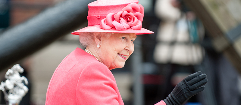 Queen pledges wage increase & extra holiday for staff