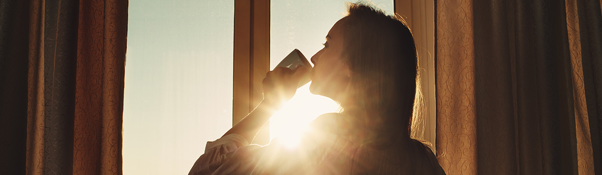 The WORST and BEST ways to start your day